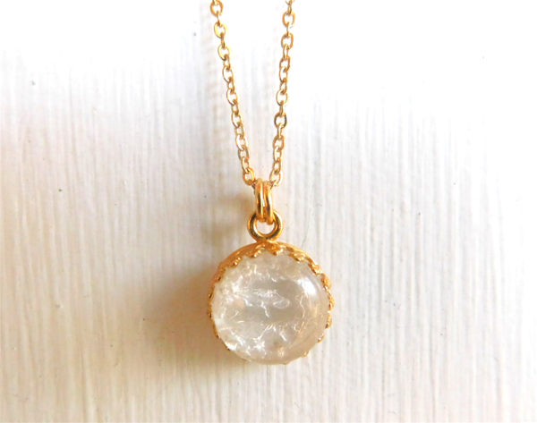 gold-breastmilk-jewelry crown round necklace